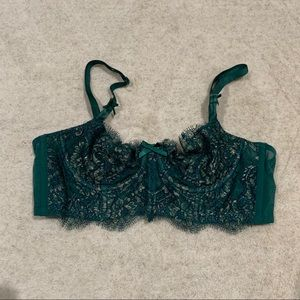 Victoria's Secret Lacey bra 32b